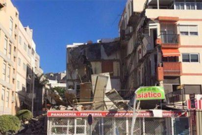 Varios heridos en el espectacular derrumbe de un edificio en el sur de Tenerife