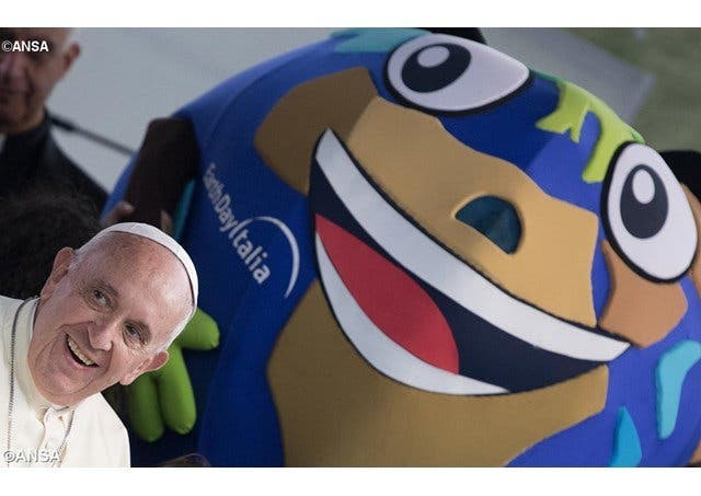 """El Papa anima a los jóvenes a pasar """"del desierto a la selva"""""""