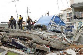 Los muertos por el terremoto de Ecuador ascienden ya a 350