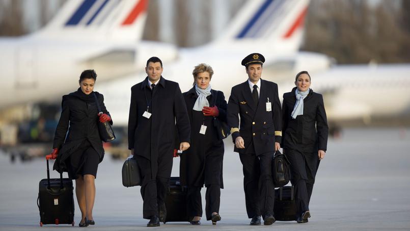 Polémica en Air France por el velo obligatorio para las azafatas en Irán