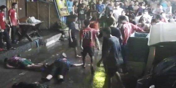 Los matones que dan una brutal paliza a unos turistas sesentones en Tailandia