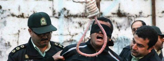 Irán: Así ahorca el régimen de los ayatolas al reo y así se resiste a morir el desventurado