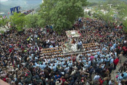 Miles de romeros veneran a la Virgen de la Cabeza en Andújar