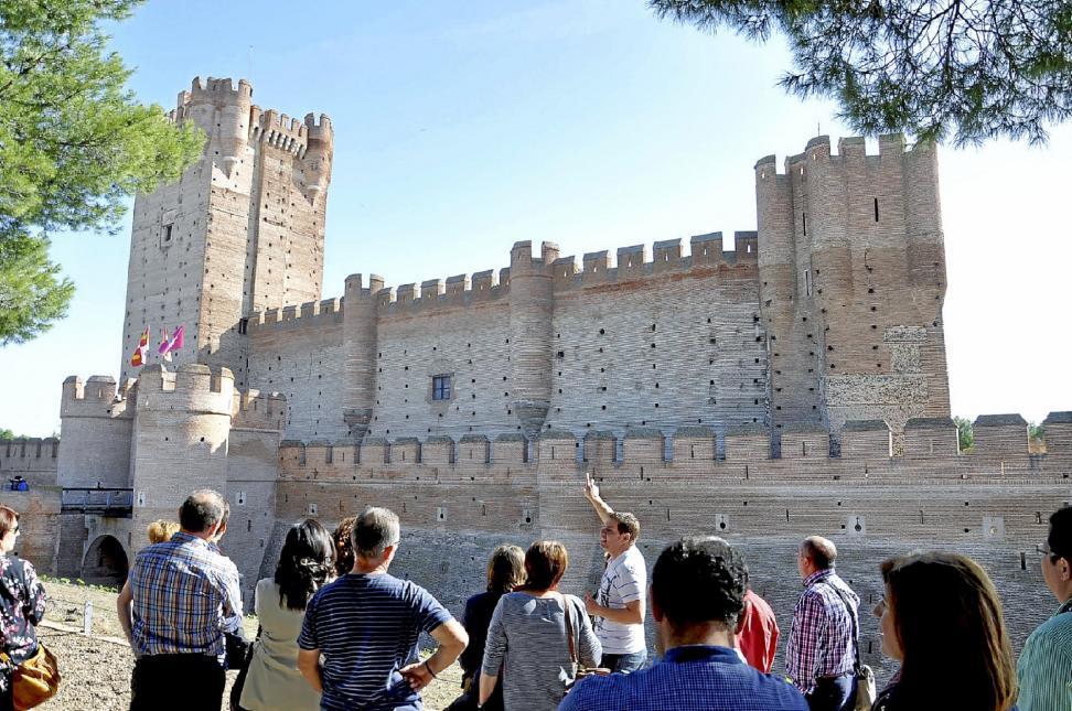 "Visita teatralizada a la Torre del Homenaje del Castillo de la Mota: ""Un alto en el camino"""