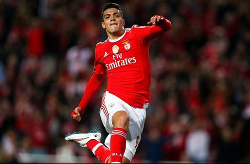 Y de repente, el Bayern decide el futuro de Raúl Jiménez en el Benfica