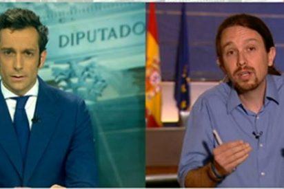 El rencoroso 'Pablenin' carga contra los periodistas que sacaron el 'vuelo chavista de la vergüenza'