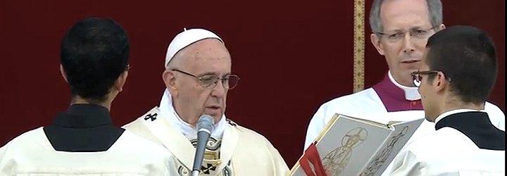 """Francisco, en el Corpus: """"Hay que recibir de manos de Jesús el pan partido y distribuirlo a todos"""""""