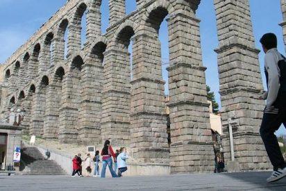 Retiran la bandera de España de la Virgen en el Acueducto de Segovia 'por quejas'