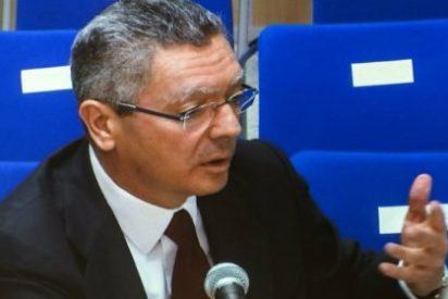 """El insulto por lo bajinis del abogado de Torres al risueño Gallardón: """"¡Este es idiota!"""""""
