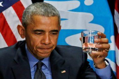 Con esta cara de mosqueo bebe Obama agua contaminada