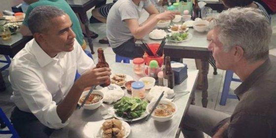 La extraña cena de Obama con el chef Anthony Bourdain en Vietnam