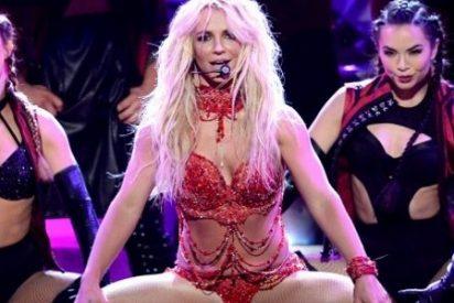 Britney Spears se descuida y enseña el 'chichi' en los Billboard Awards 2016