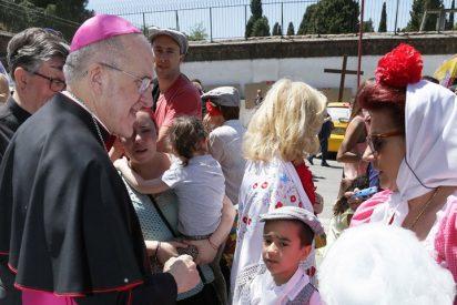 Osoro envía a sacerdotes a confesar en la Pradera de San Isidro