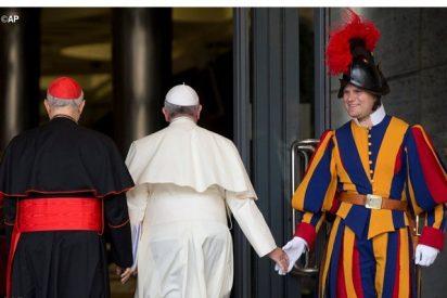 """El Papa pide a los guardias suizos que sean """"generosos"""""""