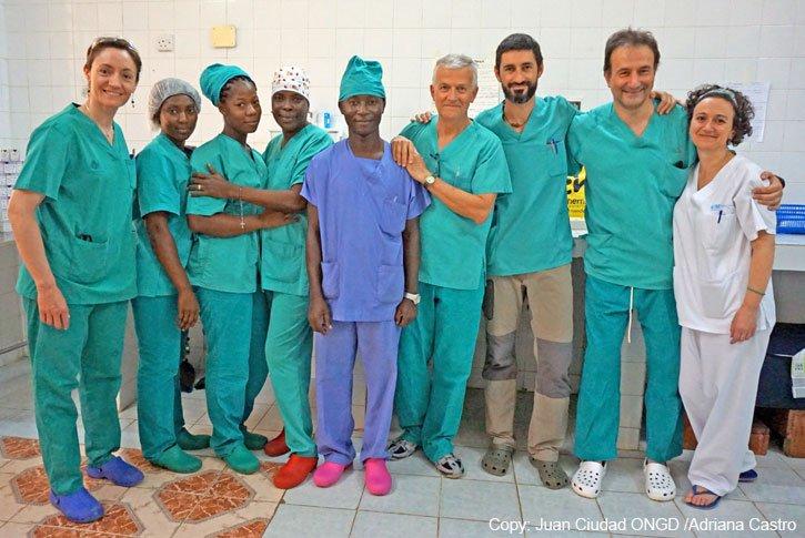 Cinco sanitarios españoles realizan 83 operaciones en un hospital de Sierra Leona en 10 días