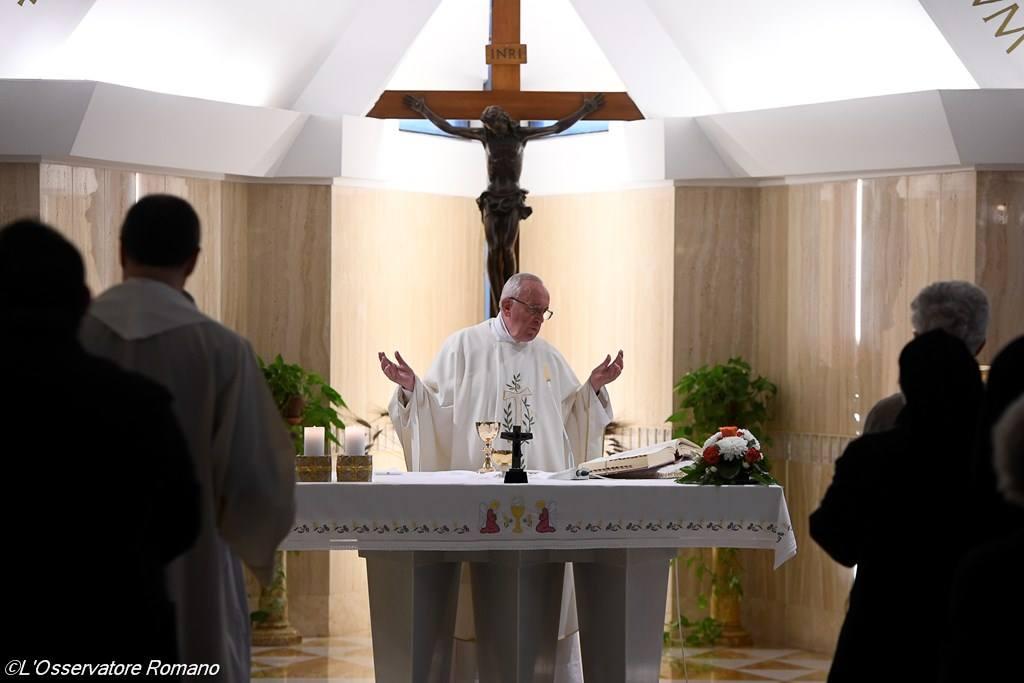 """El Papa recuerda que hoy también hay """"fariseos y doctores de la ley que intentan hacer caer a Jesús"""""""