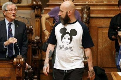Las pintas playeras del siniestro portavoz de las CUP en Barcelona