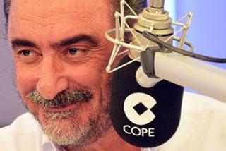 """El palo de Carlos Herrera a Ciudadanos: """"¿Se tiene que ir Rajoy porque lo pida un partido con 40 diputados?"""""""