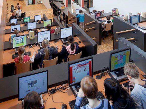 La Junta pretende que todas las aulas escolares estén digitalizadas en 2019