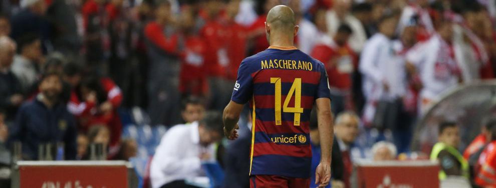 Las caras largas de Mascherano en la celebración del Barça en el Calderón