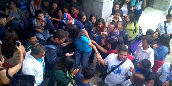 La salvaje agresión chavista a la exdiputada María Corina Machado