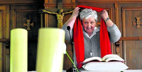 """María José Arana: """"Fui nombrada párroca por el obispo y bauticé a niños"""""""