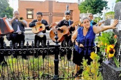 Los mariachis que fueron 'corridos' de un entierro por un párroco con mala hostia