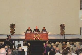 Müller vuelve a corregir al Papa y sostiene que divorciados vueltos a casar sí están excomulgados