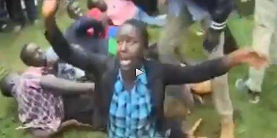 El brutal castigo a unos estudiantes por haber tenido sexo en grupo