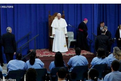 """Francisco agradece a los capellanes """"su defensa de la dignidad humana"""" de presos"""