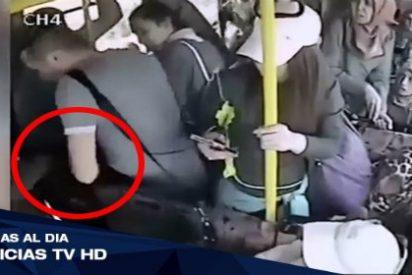 [VÍDEO] Las furiosas mujeres del bus le dan una paliza por enseñar el pene