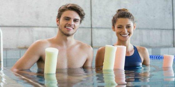 Los 5 ejercicios para quemar calorías dentro de la piscina