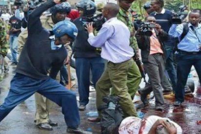 Los mortales porrazos de la Policía keniata en una protesta contra la corrupción