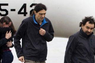 Salen del infierno y llegan por fin a España, los tres reporteros secuestrados en Siria hace diez meses