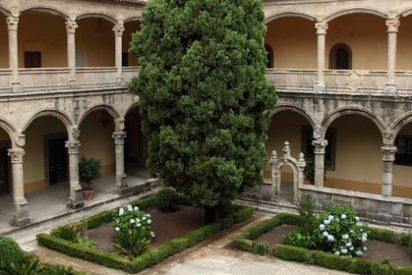 La UPSA dona 800 volúmenes para la biblioteca del Monasterio de Yuste