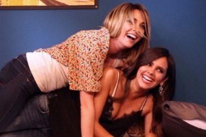 Cristina Pedroche y Anna Simon se lo montan en plan 'cucharita menguante' en 'El Hormiguero'