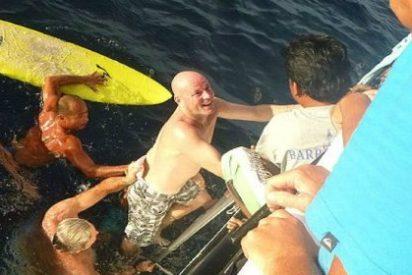 El náufrago que ha nadado durante 28 horas entre tiburones para salvarse