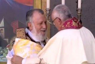 """""""En nombre de Dios te pido que me bendigas, a mí y a la Iglesia Católica, que bendigas esta andadura hacia la unidad plena"""""""