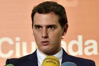 """Antonio Burgos recrea la prepotencia de Albert Rivera: """"Desde lo alto de esta mierda de sólo 32 diputados que he sacado, yo le pongo el veto a Rajoy"""""""