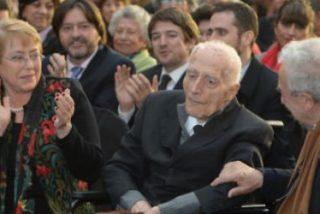 Emotiva entrega del Premio Nacional de Derechos Humanos a José Aldunate
