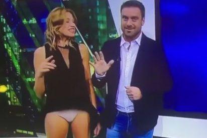 La presentadora argentina Alina Moine enseña la bragas en directo en un descuido