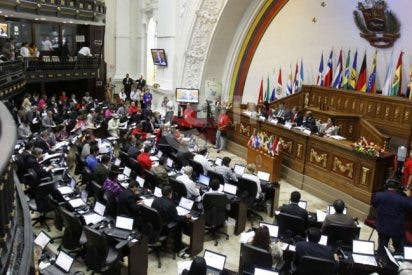 Nicolás Maduro intenta abrir una brecha en la Asamblea Nacional de Guaidó: Enviará a sus diputados chavistas para sabotear