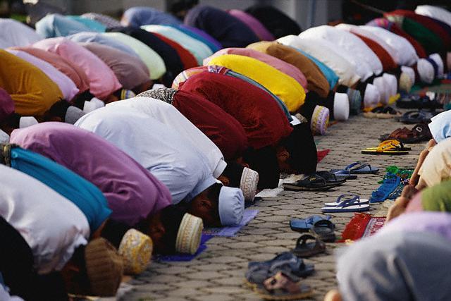 La Comisión Islámica pide a los votantes musulmanes que valoren a quienes no les discriminan