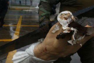 Encapuchados saquean una iglesia y destrozan un crucifijo en las calles de Santiago de Chile