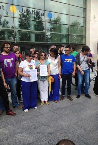 Colectivos LGTB presentan una denuncia contra Cañizares