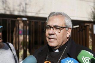 Todas las acusaciones se unen a la Fiscalía para pedir que el arzobispo de Granada declare como testigo