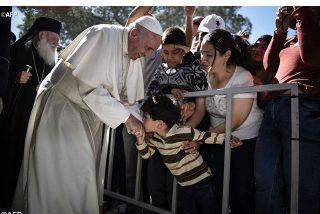 El Papa acoge a otros nueve refugiados de Lesbos, dos de ellos cristianos