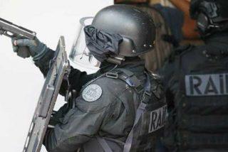Mata en nombre del EI a un policía y a su esposa ante su hijo pequeño