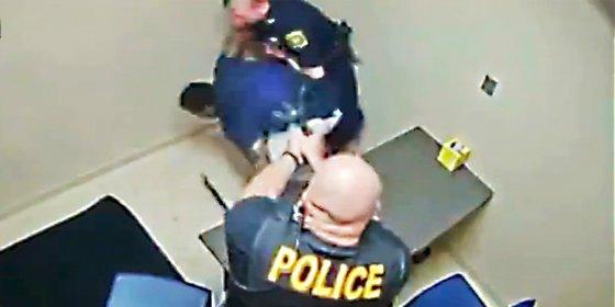 El dramático forcejeo de un policía por no perder su arma a manos de un detenido