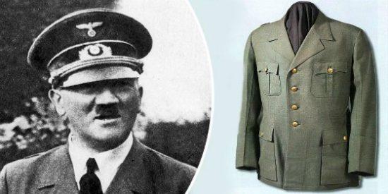 El extraño hombre de negro que ha comprado la chaqueta militar de Hitler